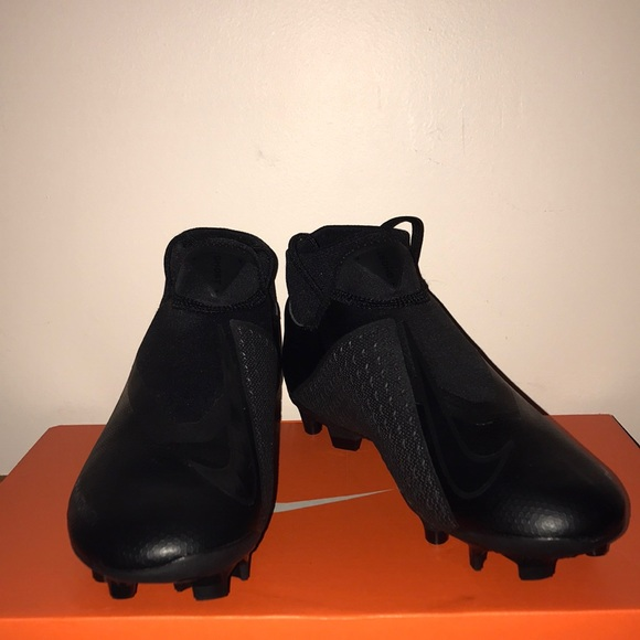 246743dbed3 Phantom Vision Academy Dynamic Fit soccer cleats. NWT. Nike